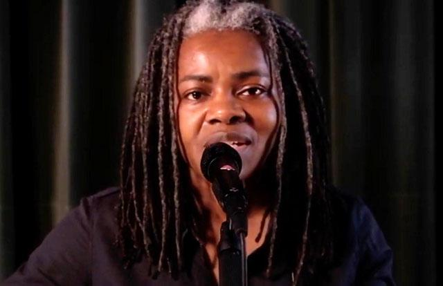 """Tracy Chapman performing """"Talkin' 'bout a Revolution"""""""