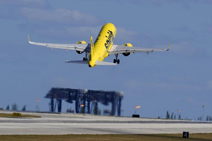 Spirit Airlines Airbus A320 takes off from Fort Lauderdale-Hollywood International Airport in Fort Lauderdale, Fla.