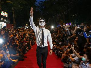 Thailand Protesters Take to Street to Mock Fashion Show