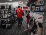 Pandemic Reinvents Holiday Hiring for Retailers